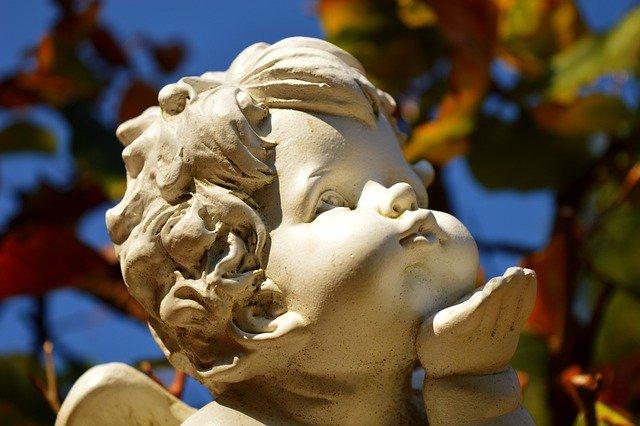 Angel Kiss Mouth Kusshand Statue  - neelam279 / Pixabay