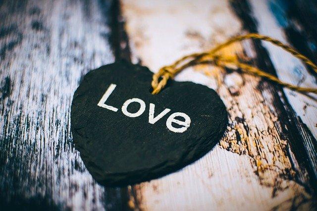 Close Up Heart Rustic Text Wooden  - Pexels / Pixabay