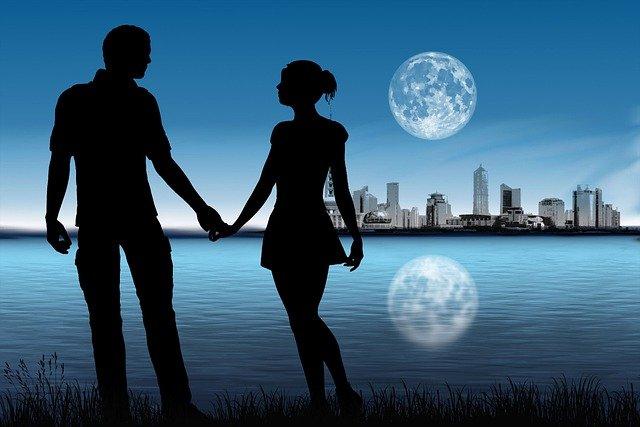 Couple Silhouette Moon Skyline  - susan-lu4esm / Pixabay