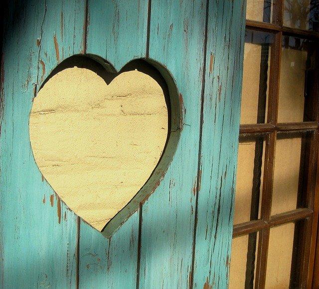 Cutout Heart Shutter Wood  - PublicDomainPictures / Pixabay