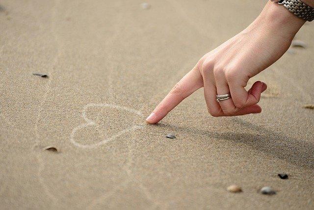 Hand Heart Draw Write Pavement  - congerdesign / Pixabay
