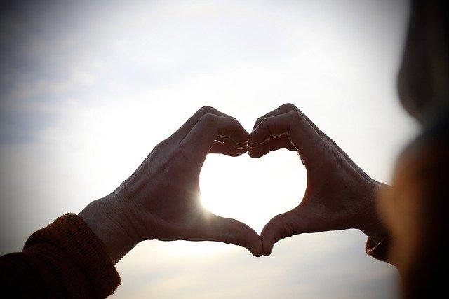 Heart Hands Love Romantic Together  - YeeLey / Pixabay