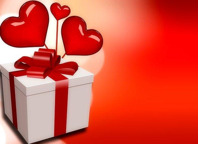 Heart Love Gift Romance Background  - kalhh / Pixabay
