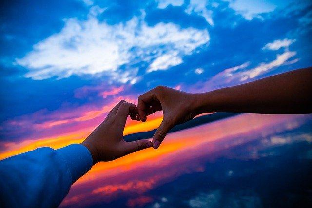 Heart Love Sunrise Sunset Dawn  - fleglsebastian7 / Pixabay
