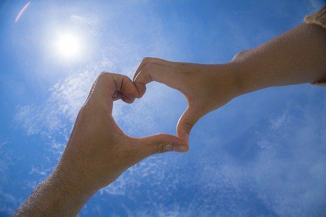 Heart Love Valentine Romance  - Grittapohn / Pixabay