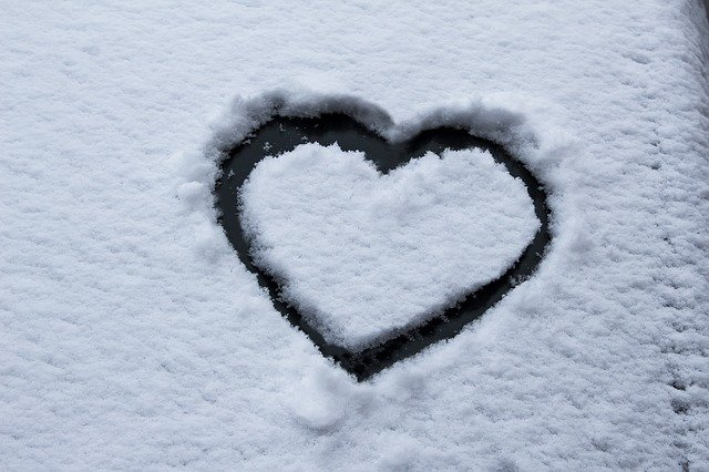 Heart Snow Frost Car Washer Winter  - stux / Pixabay
