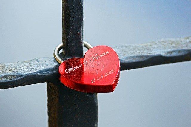 Love Castle Love Promise  - KRiemer / Pixabay