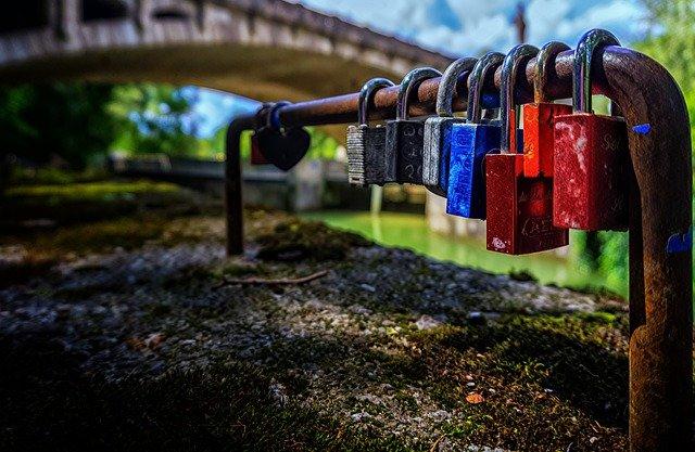 Padlock Security Metal Symbol Love  - Portraitor / Pixabay