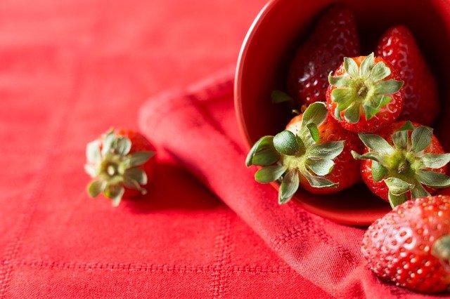 Red Strawberries Romantic Love  - LC-click / Pixabay