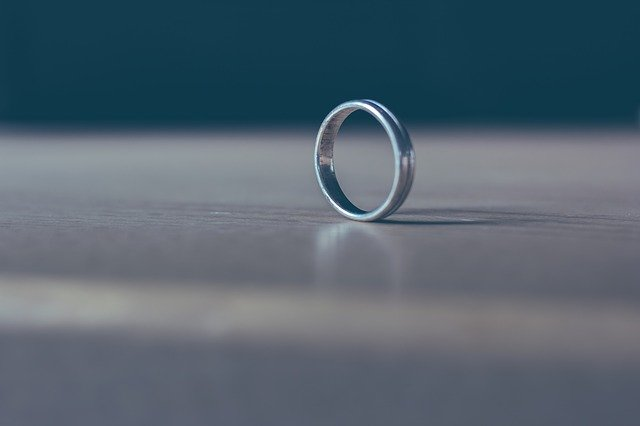 Solo Ring Table Metal Brilliant  - Devanath / Pixabay