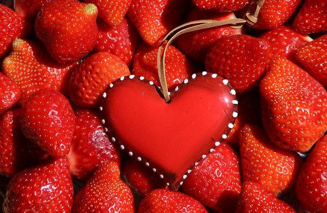 Strawberries Fruit Healthy Heart  - pasja1000 / Pixabay