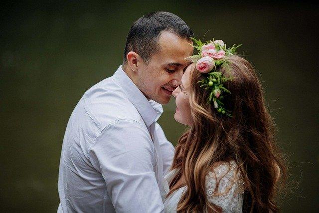 Wedding Couple Newlyweds  - racjunior / Pixabay